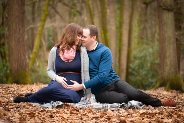 expecting twins announcement portraits sussex outdoors woodland location samphire photography