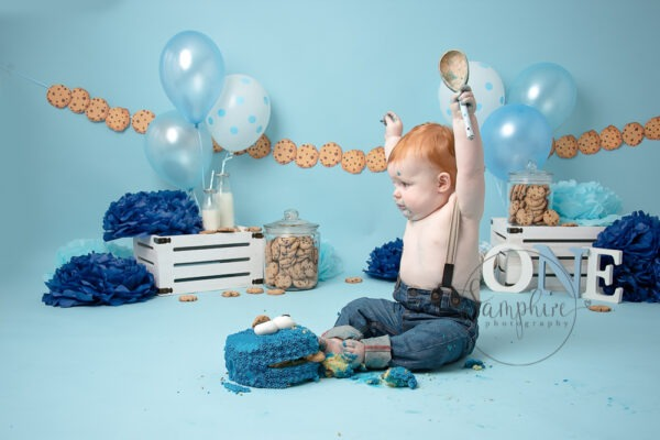 cool cookie monster cake smash sussex by Samphire Photography
