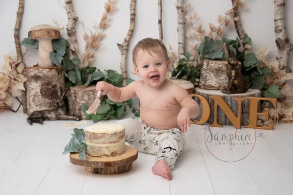 Enchanting Woodland Cake Smash green gold Samphire Photography Sussex
